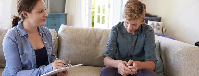 ילדים שסובלים מחרדה חברתית הופכים למבוגרים עם אותה בעיה